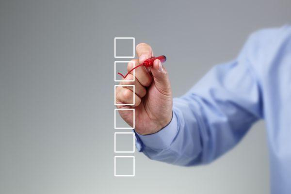 Symbolbild zum Abhaken einer Checkliste: Die öffentliche Umfrage zur europäischen Partnerschaft