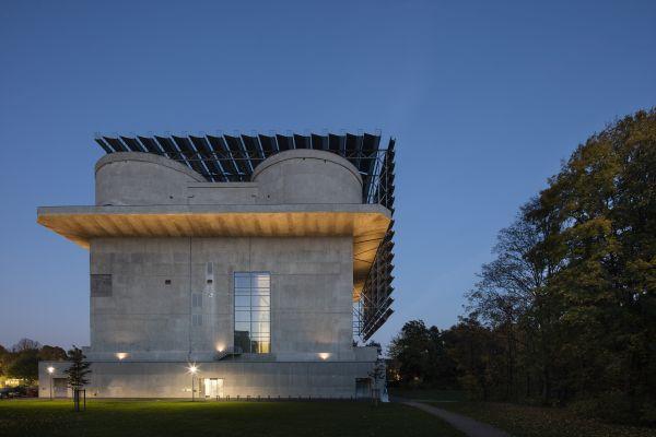 Eine Kriegsruine wird als Ökokraftwerk genutzt - der Energiebunker Wilhelmsburg