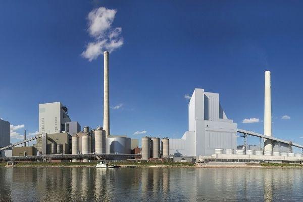 Das Bild zeigt ein in Mannheim am Rhein gelegenes Kraftwerk, das Teil des Reallabors der Energiewende GWP ist.